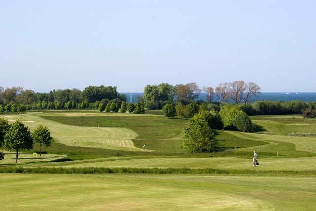 Golfplatz Hohen Wieschendorf mit Blick auf die Ostsee